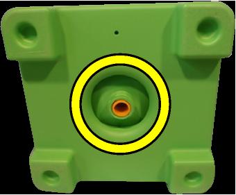 シャフトを回すとタンク下部の栓が開きます