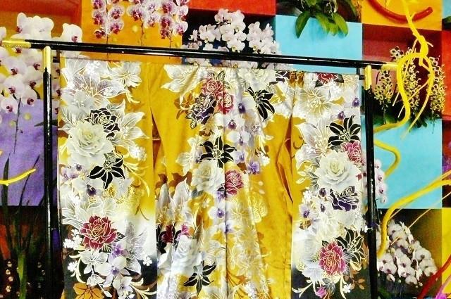 着物や浴衣だけでなく、洋服などマルチに対応できる衣桁