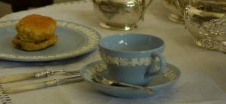 ウェッジウッドのクイーンズウェアのカップ&ソーサー(クリームオンラベンダー)