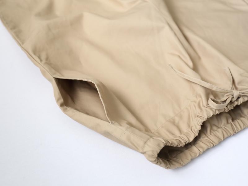 両脇ポケット完備、ウエストは共布紐で微調整