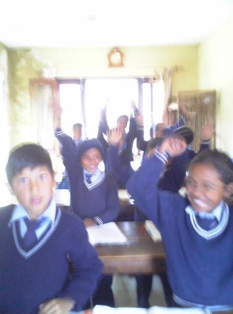 ネパールの学校にて♪彡