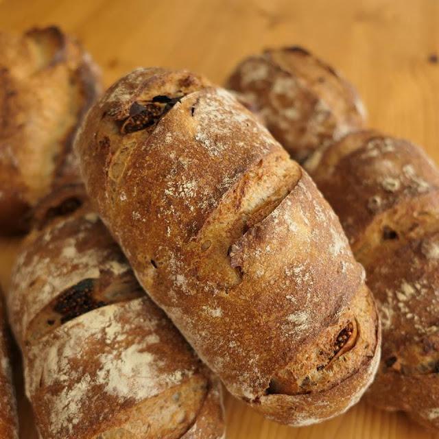 自家製酵母の「いちじくとくるみのパン」