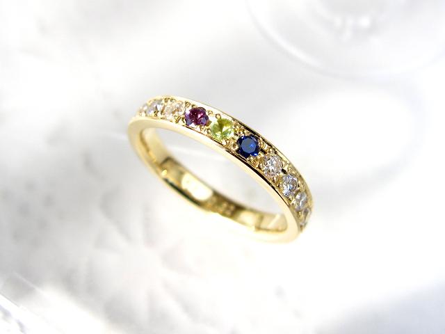 ダイヤと誕生石で10ピースのアレンジも可。イメージと価格をご覧いただいてから正式注文となります。