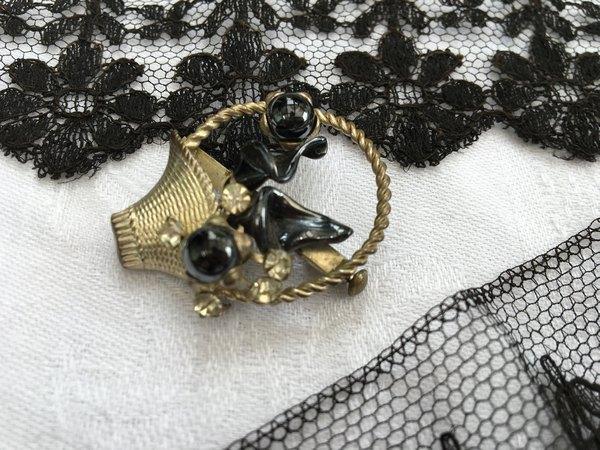 シルバーパニエブローチの画像