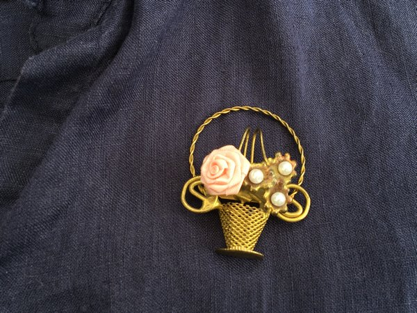 ゴールド花ブーケブローチの画像