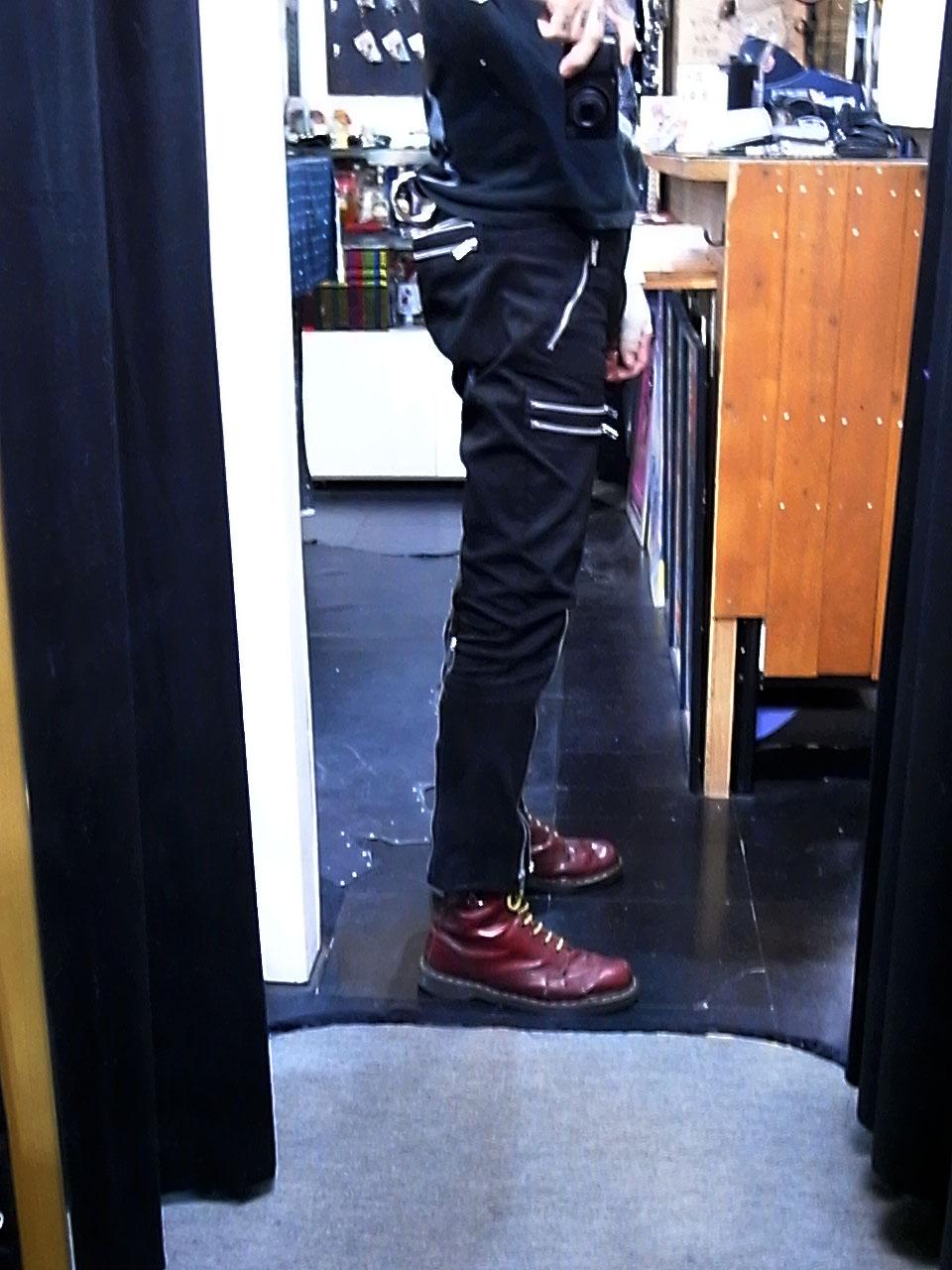 男性180cm/M着用(BACK ZIP開けた状態)